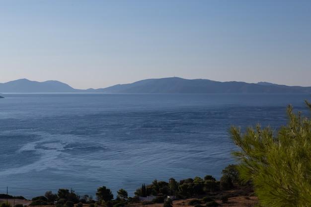Niesamowity krajobraz linii horyzontu, grecja. lotnicza kolorowa fotografia pozioma