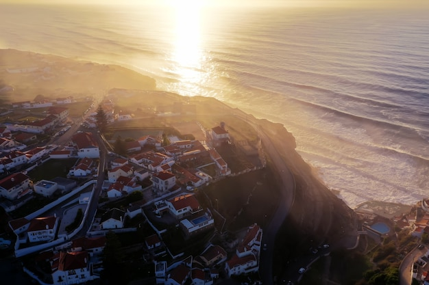 Niesamowity widok na dzielnicę mieszkalną w pobliżu morza?