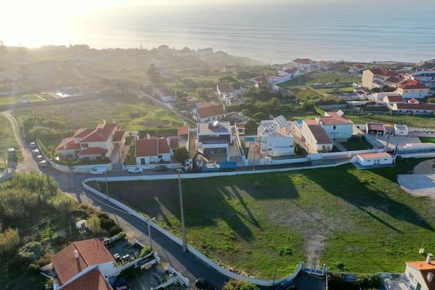 Niesamowity widok na willową dzielnicę blisko morza