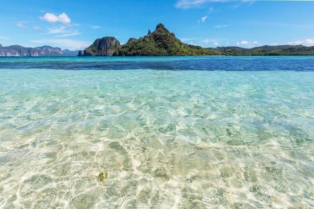 Niesamowity widok na zatokę morską i wyspy górskie, palawan, filipiny