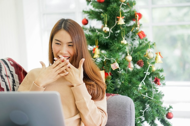 Niespodzianka dla kobiety po promocji rabatu na stronie marketplace (zakupy online)