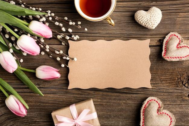Niespodzianka dzień matki z kwiatami