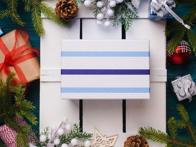 Niespodzianka świąteczny prezent płaski świeckich koncepcji