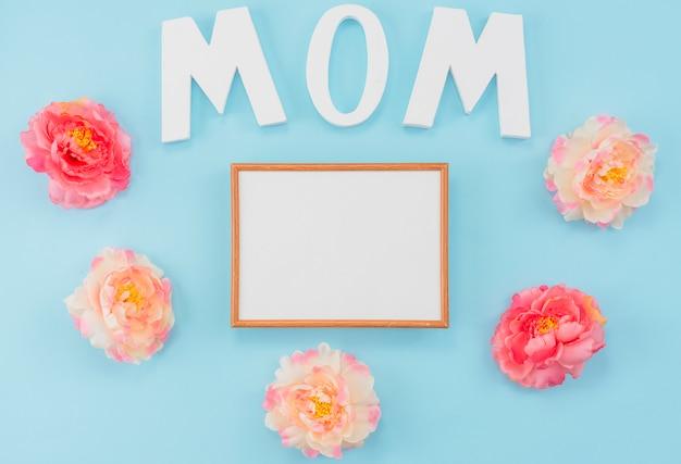Niestandardowa ramka z peoniami i literami mama