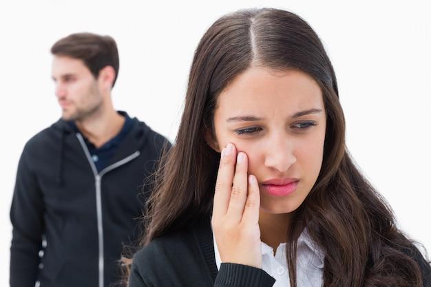 Nieszczęśliwa para nie rozmawiająca ze sobą