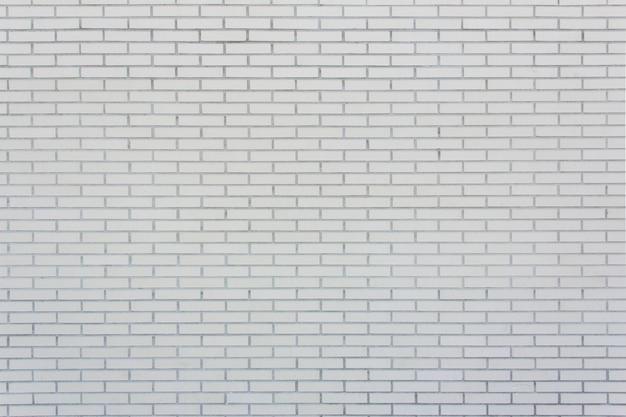 Niewielkich rozmiarów ściana wyłożona białą cegłą. tekstura. tło.