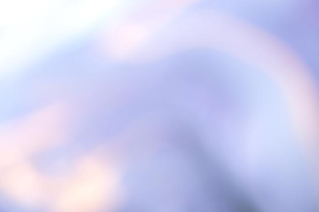 Niewyraźne jasnoniebieskie i białe tło. nieostre abstrakcyjne tło sztuki z rozmyciem i bokeh.