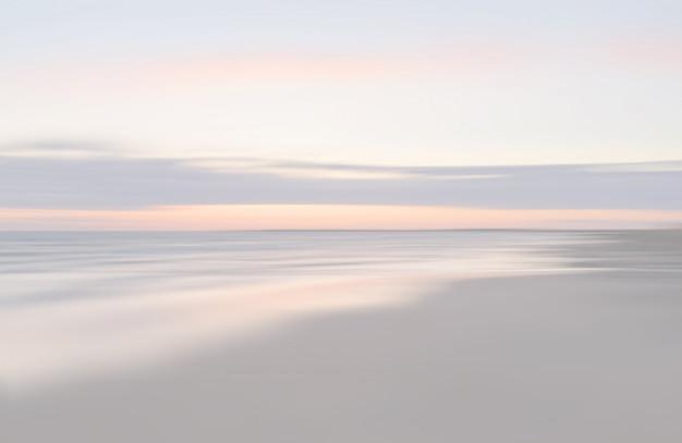 Niewyraźne morze pejzaż