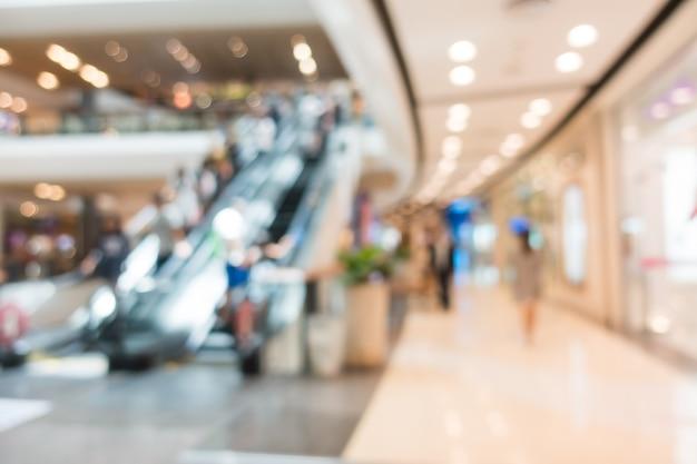 Niewyraźne schodów ruchomych w centrum handlowym