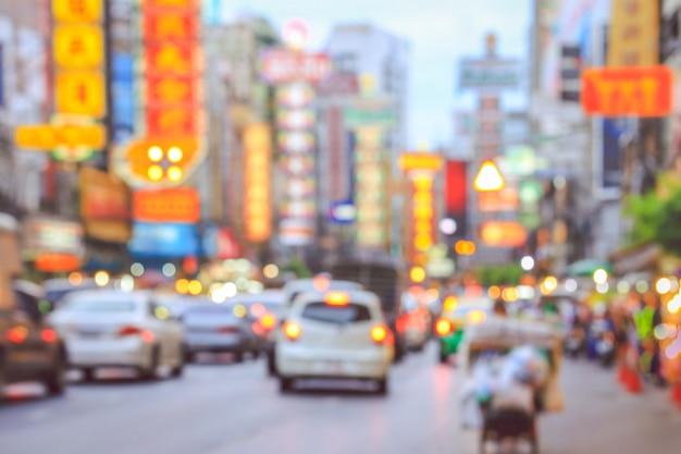 Niewyraźne światłach miasta yaowarat w chinach