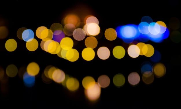 Niewyraźne światło domowe w nocy