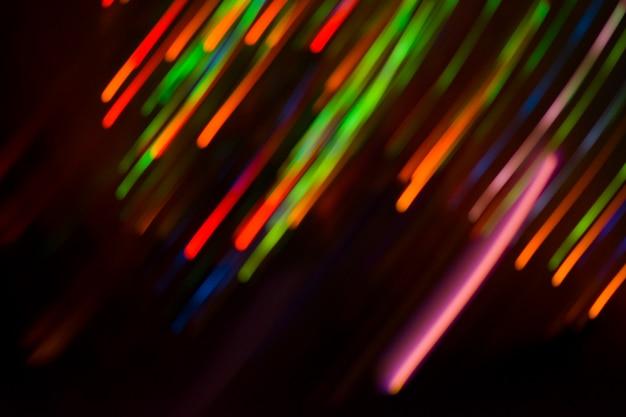 Niewyraźne tło nocy bokeh koncert. światła sceniczne na koncercie. niewyraźne oświetlenie koncertowe.