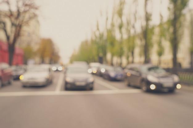 Niewyraźne tło ruchu miejskiego
