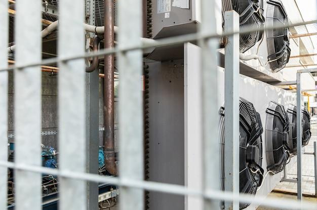 Niewyraźne widzenie klimatyzatorów kołowych w strefie przemysłowej