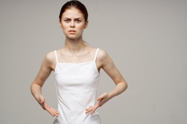 Niezadowolona kobieta z miesięcznika ginekologii problemowej