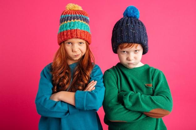 Niezadowolone wściekłe małe dzieci