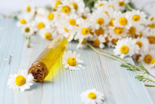 Niezbędny olejek aromatyczny z rumiankiem