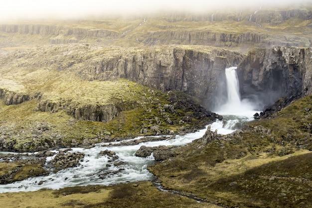 Nieznany wodospad w islandii