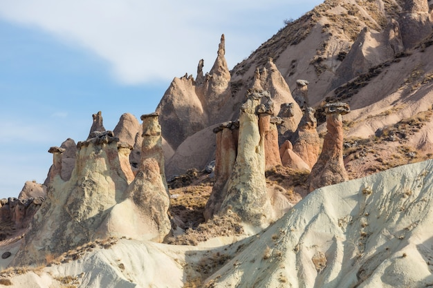 Niezwykła formacja skalna w słynnej kapadocji, turcja