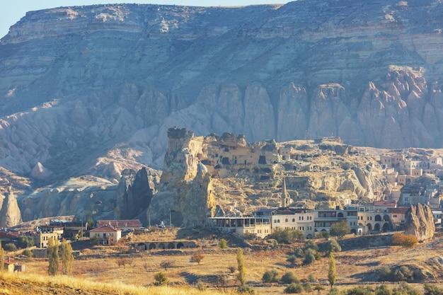 Niezwykła Formacja Skalna W Słynnej Kapadocji, Turcja Premium Zdjęcia