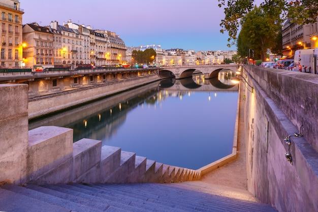 Night seine and pont neuf, paryż, francja