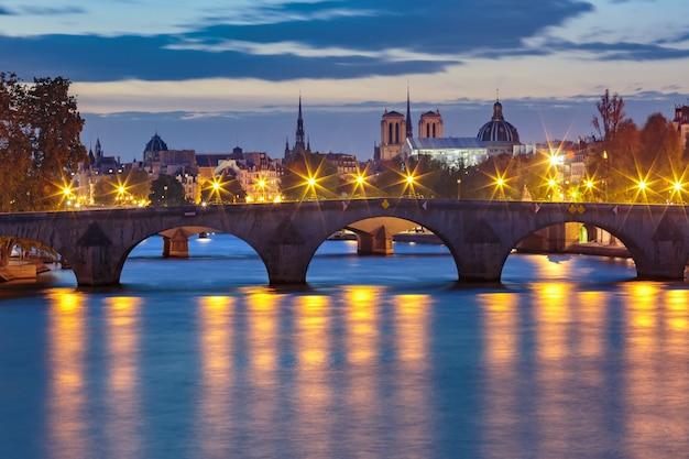 Night seine and pont royal, paryż, francja