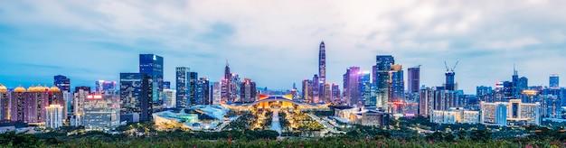 Nightscape miasta shenzhen i architektury
