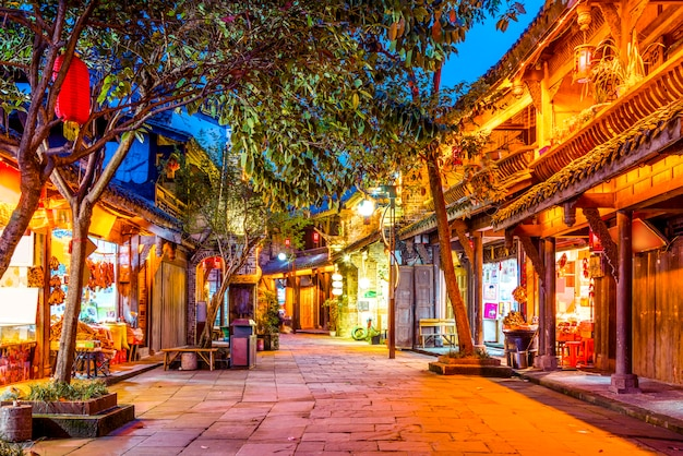 Nightscape w chengdu ancient town, prowincja sichuan, chiny