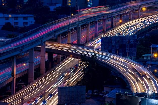 Nighttime of bangkok city. bangkok jest stolicą i najbardziej zaludnionym miastem tajlandii.