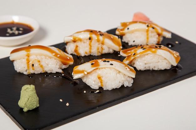 Nigiri z masłem i rybą