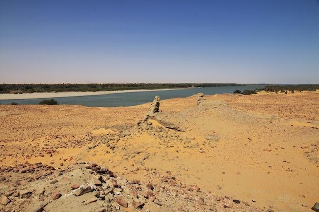 Nil, stara dongola w sudanie, sahara, afryka