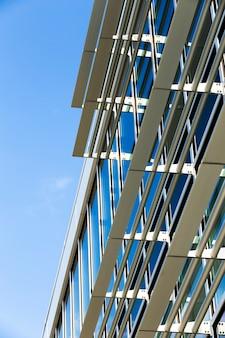 Niski kąt budynku nowoczesny design