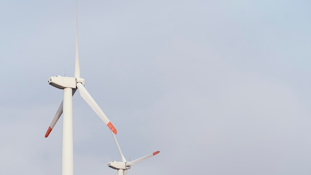 Niski kąt generowania energii przez turbiny wiatrowe