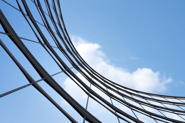 Niski kąt widzenia futurystycznej architektury, wieżowiec biurowca z oknem krzywej, renderowania 3d.