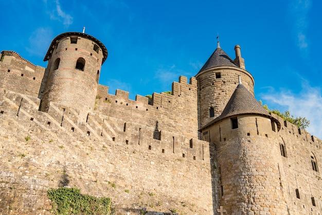 Niski kąt widzenia la cite medievale de carcassonne we francji wpisanego na listę światowego dziedzictwa unesco