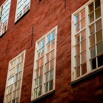 Niskiego kąta widok okno budynek, gamla stan, sztokholm, szwecja