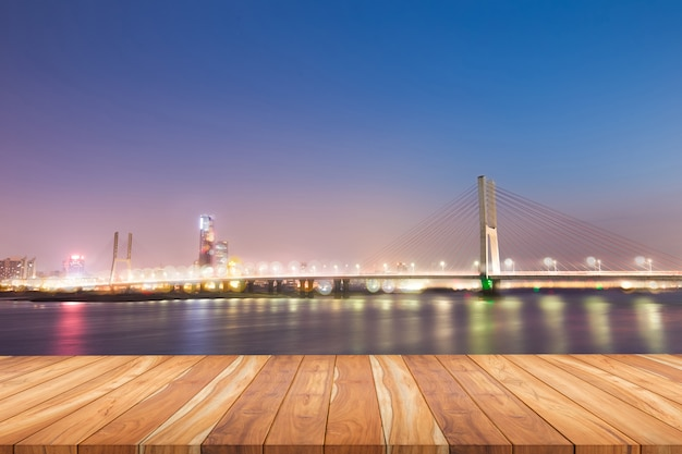 Noc nowoczesnego mostu,