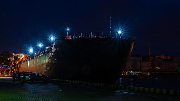 Noc w porcie morskim w odessie na ukrainie