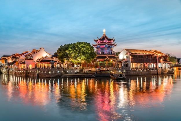 Nocny widok na starożytne miasto suzhou