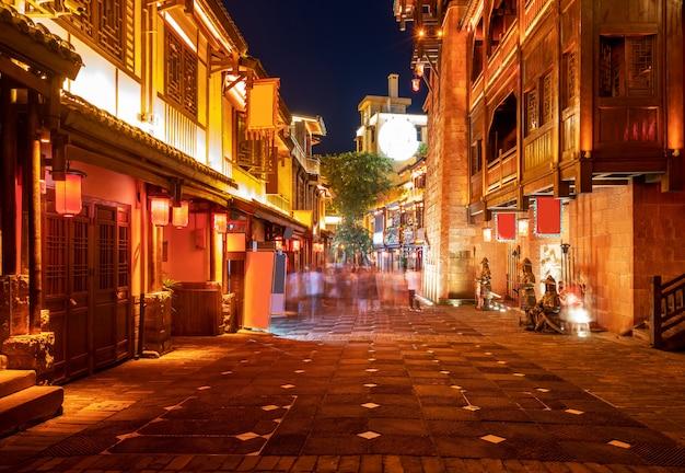 Nocny widok na ulice miasta w chongqing