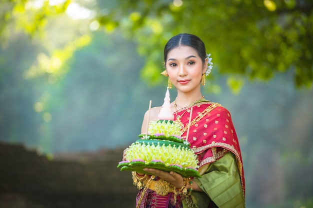 Noppamas queen contest w loy kratong