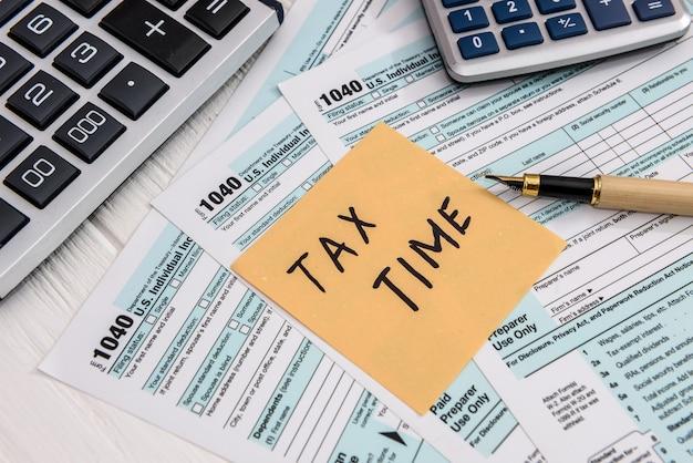 """Notatka """"czas podatkowy"""" na 1040 indywidualnym formularzu podatkowym"""