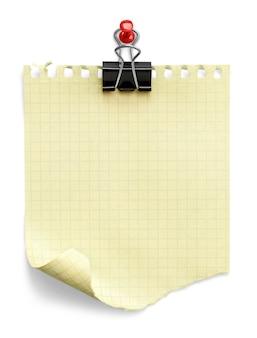 Notatka ze spinaczem do papieru. pojedynczo na białym tle
