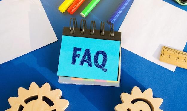 Notatki z napisem faq często zadawane pytania