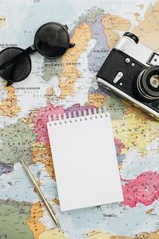 Notatki z podróży makiety z pustym papierem