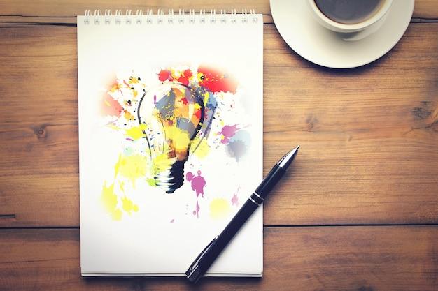 Notatnik, długopis i kawa na drewnianym stole