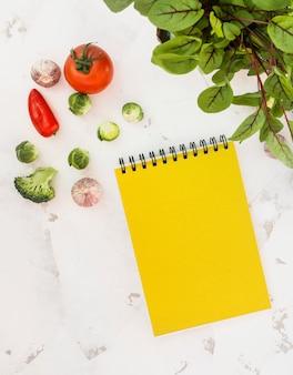 Notatnik i warzywa