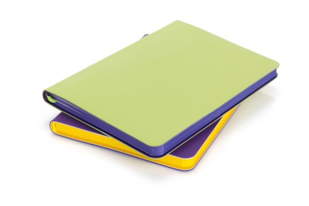 Notatnik lub notatnik na białym tle