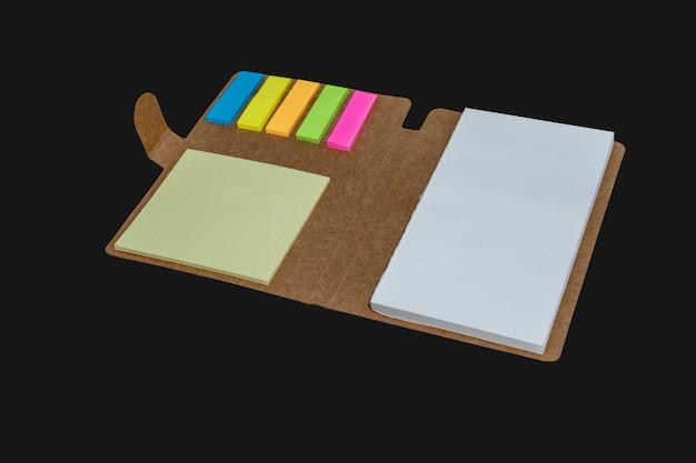 Notatnik z kolorową taśmą