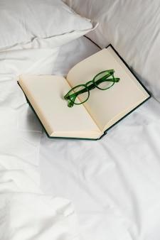 Notatnik z okularami